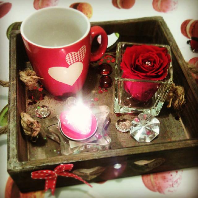 Cadeau saint valentin rose stabilis e composition florale for Idee soiree st valentin a la maison