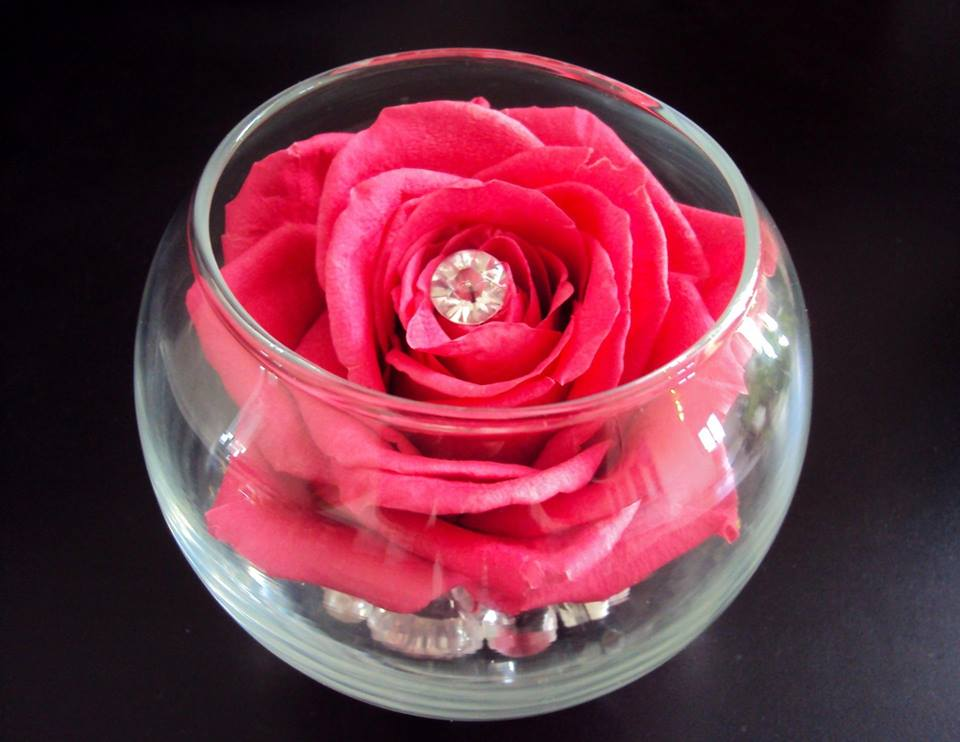 Cadeau saint valentin rose stabilis e composition florale for Comcomposition florale saint valentin