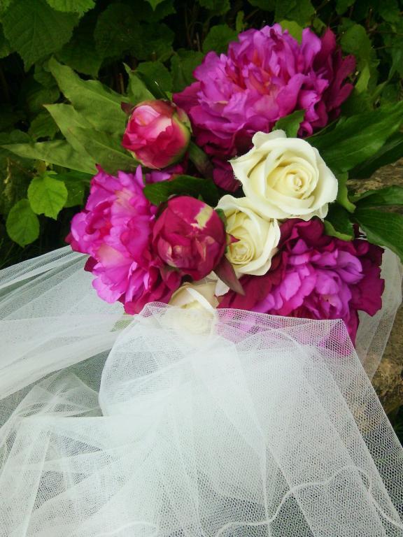 bouquet mariee ou deco pivoines et roses. Black Bedroom Furniture Sets. Home Design Ideas
