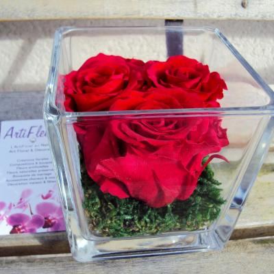 artifleurs cube 3 roses rouges